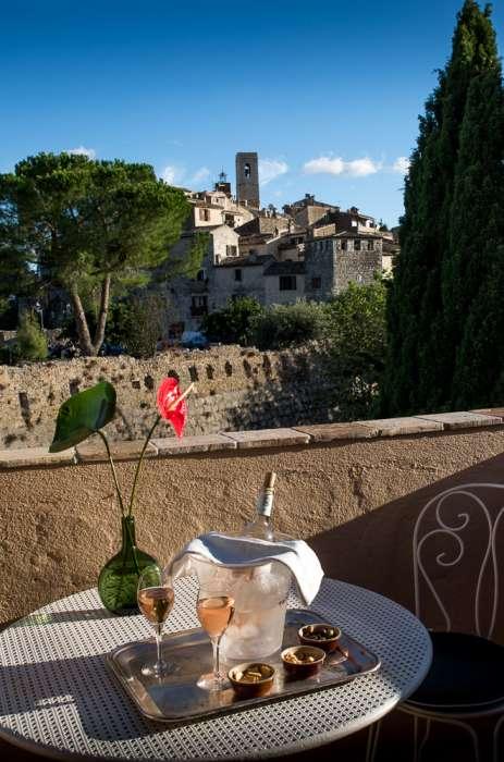 Vår fina utsikt mot Saint Paul de Vence, från hotellLa Colombe d'Or.Saint_Paul_de-Vence_Louise_Yourstone_Tegborg-Inspirationmyhome-0203