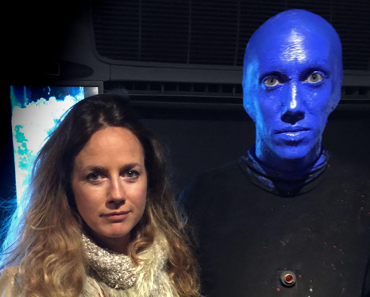Efter showen med Blue man group blev vi fotograferade med artisterna. Försökte se lika allvarlig ut som han, det gick sådär!