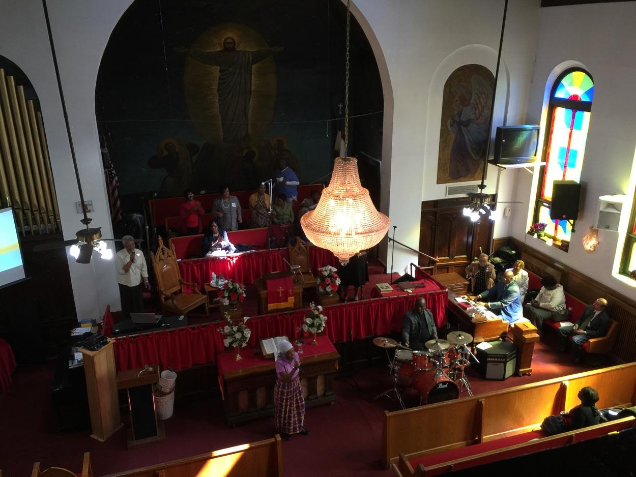 Mycket kärlek inne från kyrkan där gospel ägde rum.