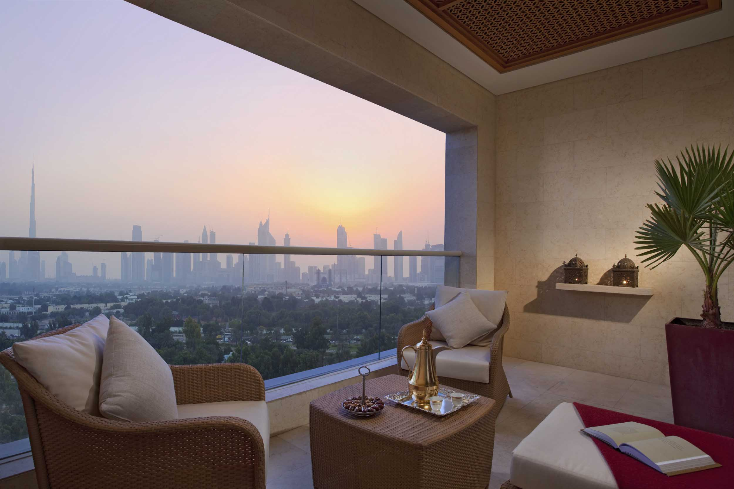 raffles-dubai-club-room-dubai-skyline-low