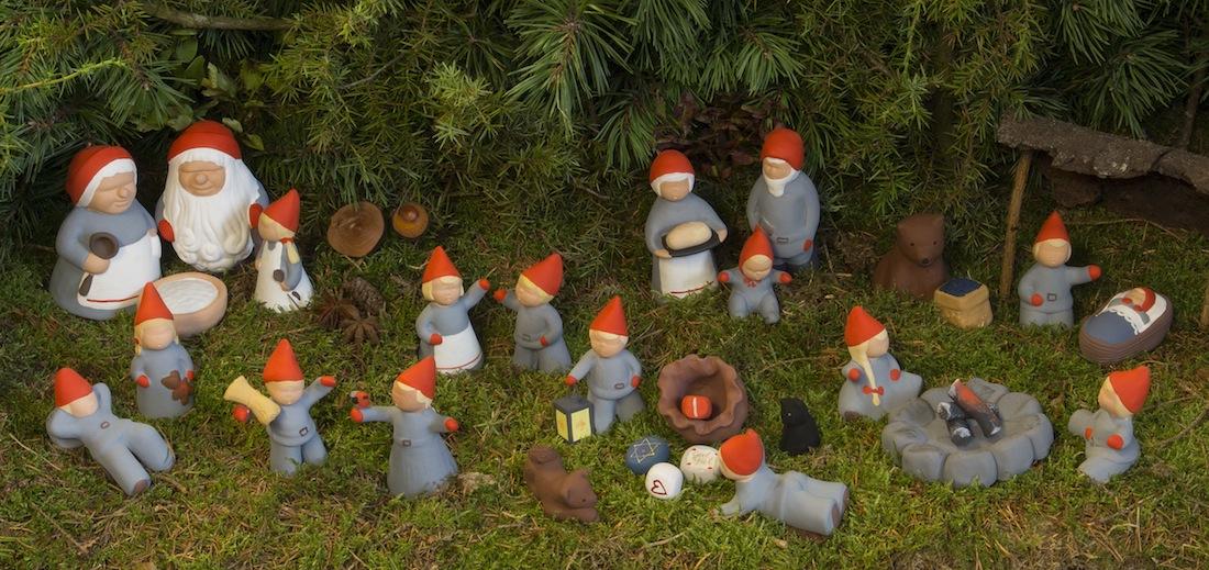 Tomtefamiljen från Storskogen kan nu bli din. Tävla och ta chansen och vinn dessa fina tomtar från Yourstone Keramik