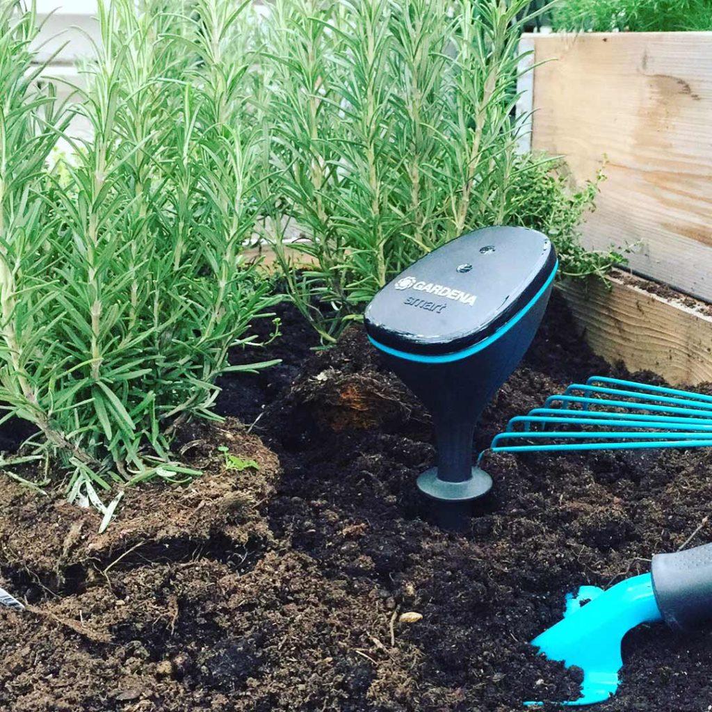 Smart bevattningssystem från Gardena. Med denna fuktmätare kan du hålla koll på jordens fuktighet och vid behov så slår bevattningen igång.