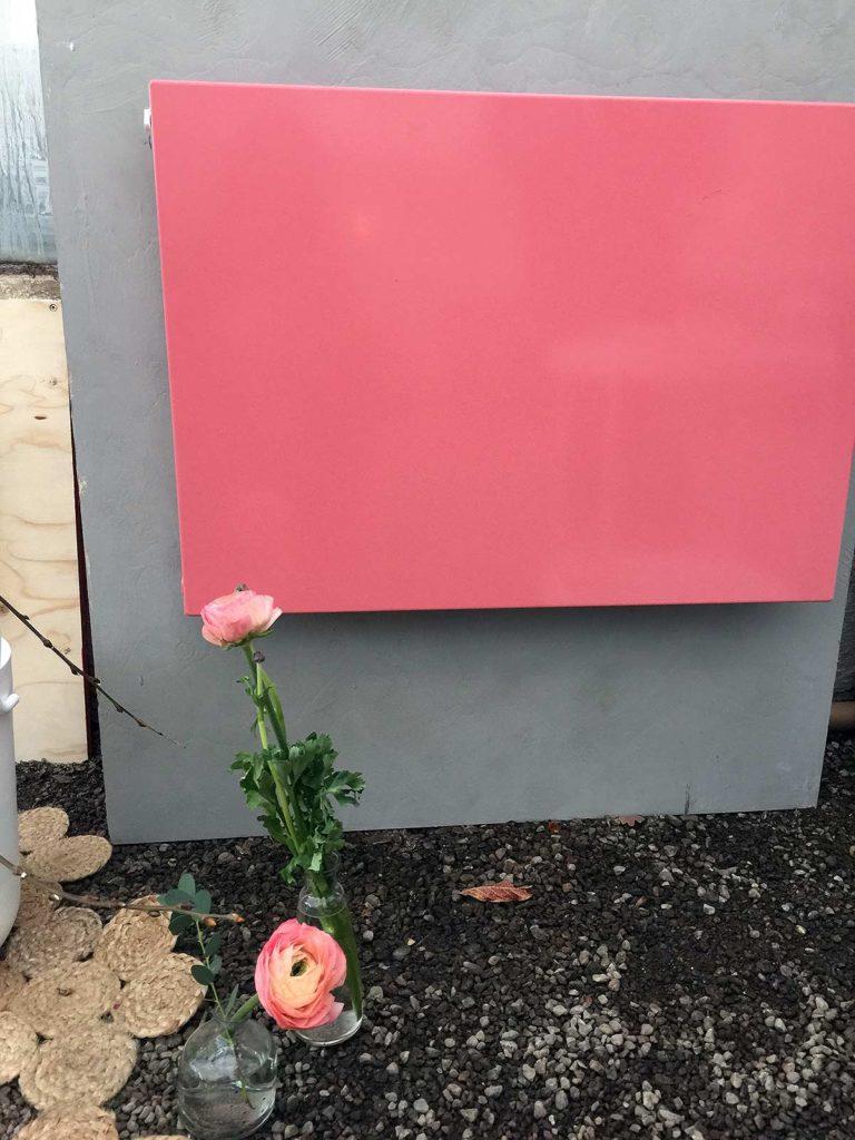 Eller så gör man tvärtom! Kreerar en radiator med attityd, som här i rosa! Purmo Radiator