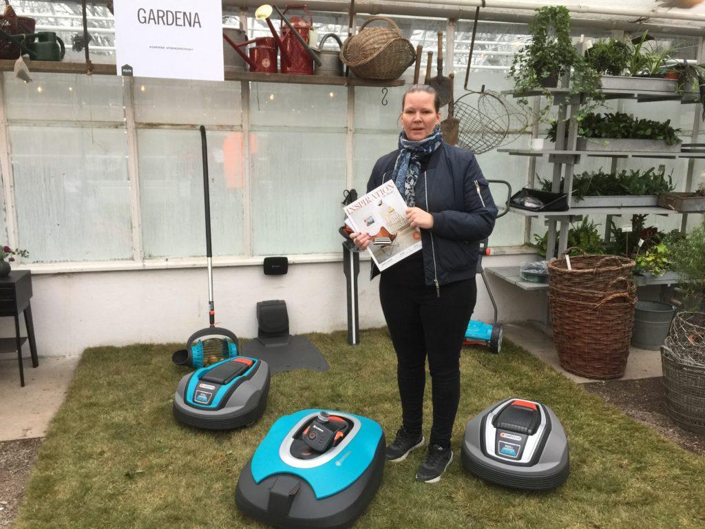 Ulrika Flodqvist från Garden och Husquarna Group Gardena visade också upp robotgräsklippare som även den kopplas upp mot samma system.