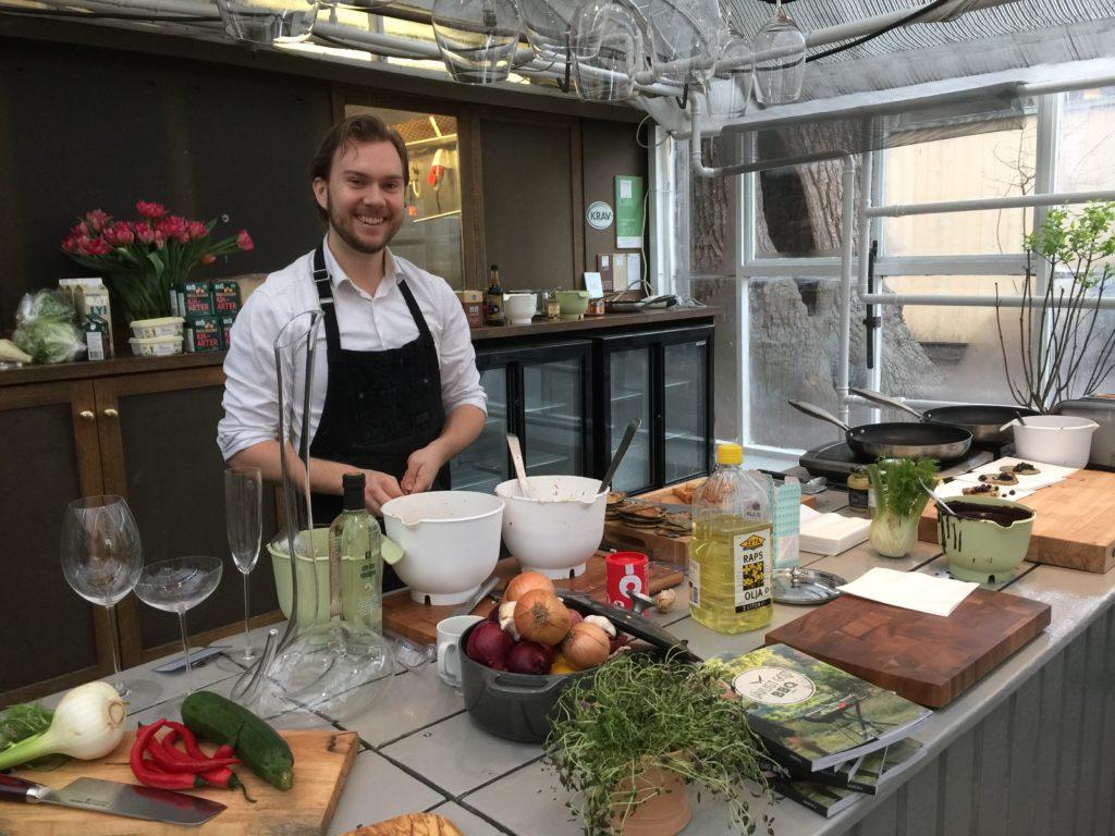 sundqvist på plats och lagar lite mat