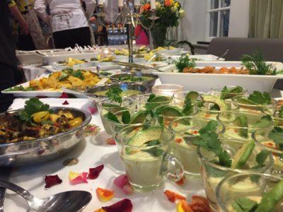 Som yra höns på matlagningskurs med Indiska mästerkocken Sanjoo Malhotra