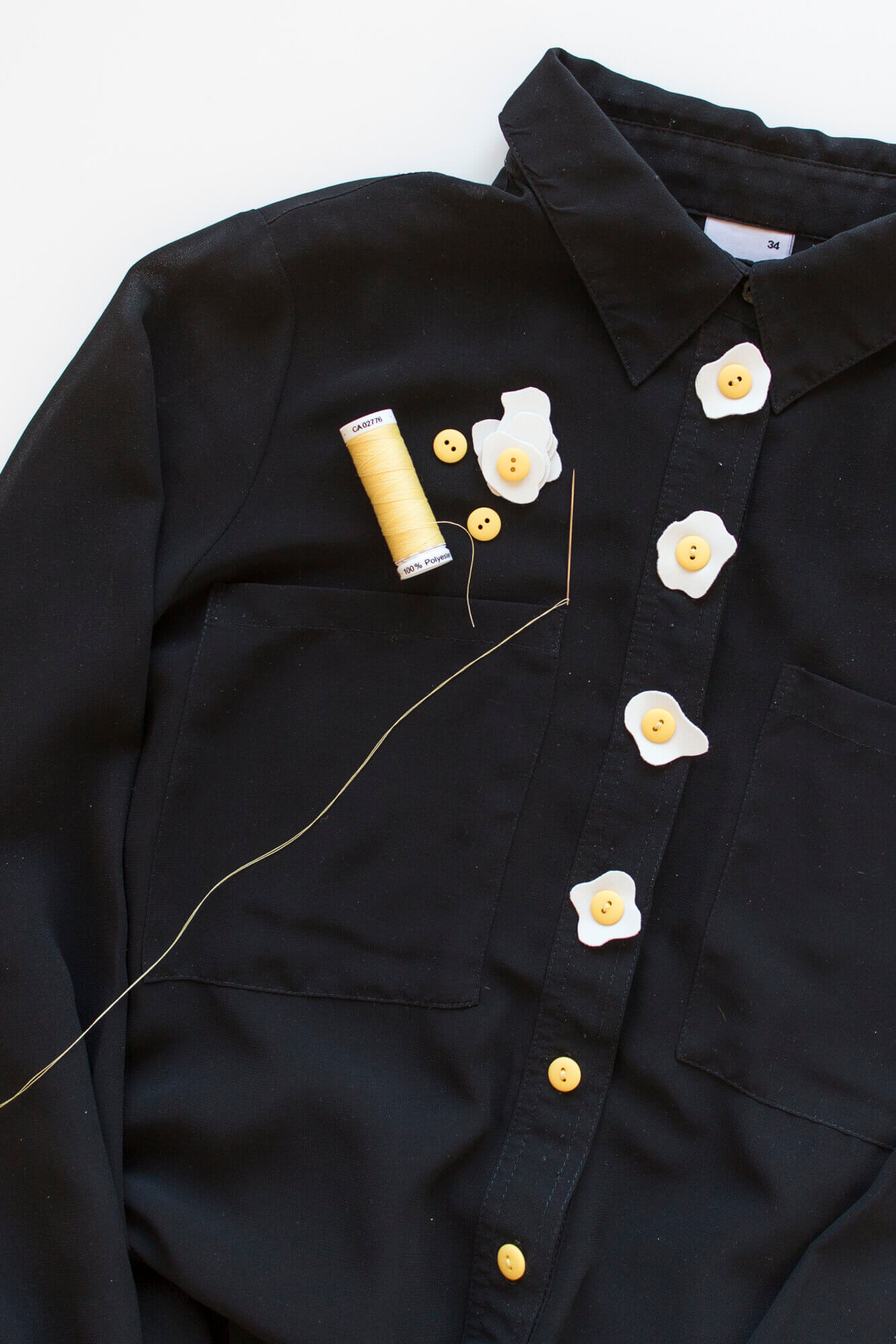 Fried eggs button shirt | Anna María