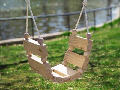 DIY Gunga med träkulor